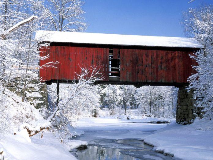Rustic_Bridge_in_Winter_Northfield_Falls_Vermont